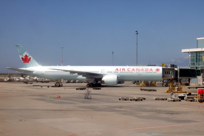 Air Canada at Vancouver Airport, British Columbia; Photo © the Vancouver Shinpo