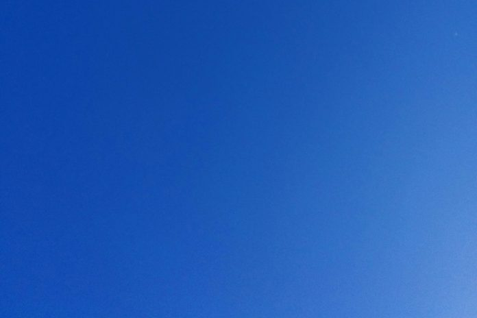 Blue Sky in summer, Vancouver, BC; File photo © the Vancouver Shinpo